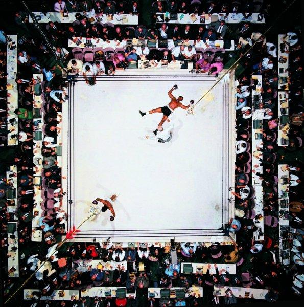 Величайших снимок в истории спорта. 1966 год. Хьюстон Астродом. Бой за чемпионский титул с Кливлендом Вильямсом. Нокаут. Победа.